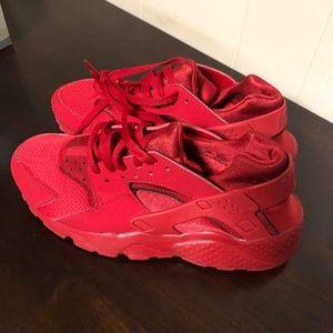 LIKE NEW!!! Nike Hurauche
